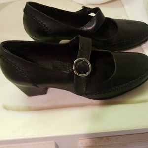 White Mountain black leather stack shoes.  Size 6
